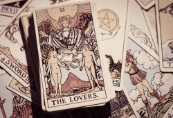 How To Ask Love Questions Tarot?